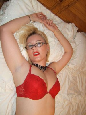 Marica top escort in Lohmar