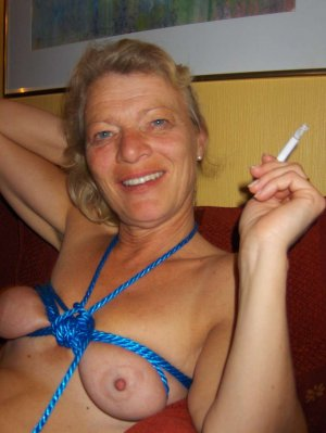 Thiya mature ficken Beckingen